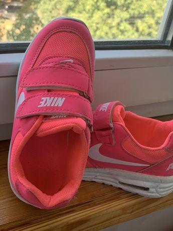 Кроссовки для девочки 18 см, светятся,почти новые