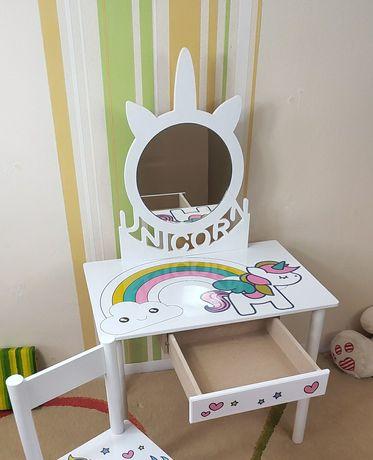 Детский столик,  зеркало в детскую,  Трюмо,  детская кровать