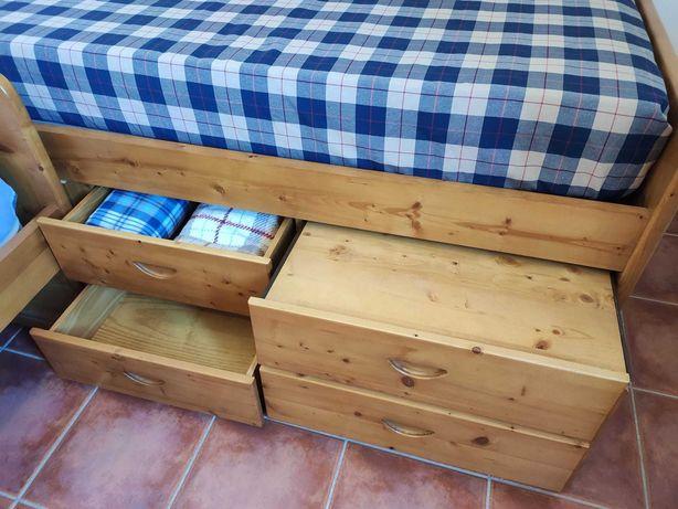 Conjunto de camas individuais em casquinha (Pinho Nórdico).