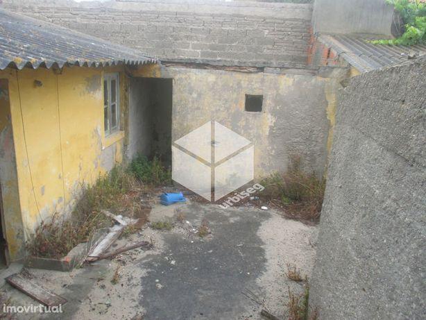 Moradia para reconstrução na Praia da Costa de Lavos