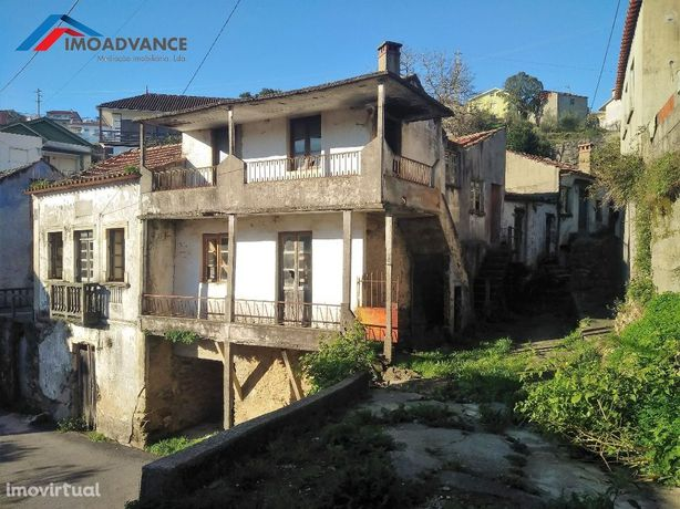Moradias para reabilitar a 14 kms de Coimbra