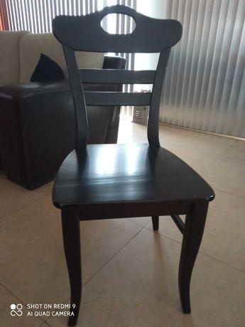 Cadeira de madeira maciça usada cor wengue