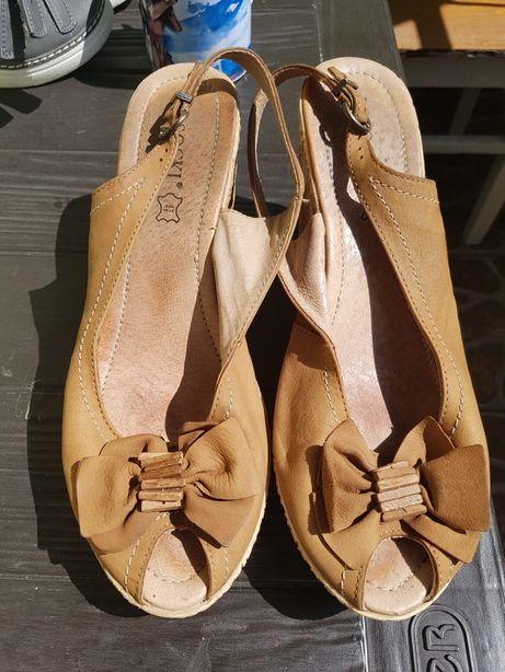 Sandały na koturnie sandałki Lasocki CCC rozm.40 koturna skóra