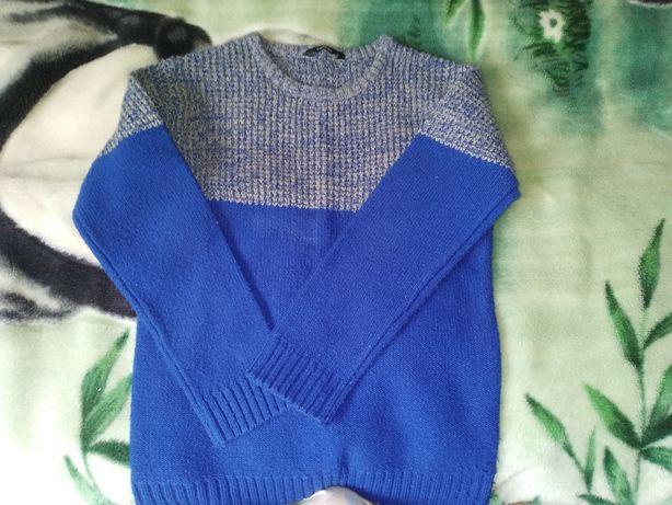 Тёплый вязаный свитер на девочку 11-12 лет