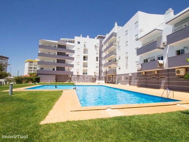 Apartamento T2 com piscina e garagem no Montechoro em Alb...