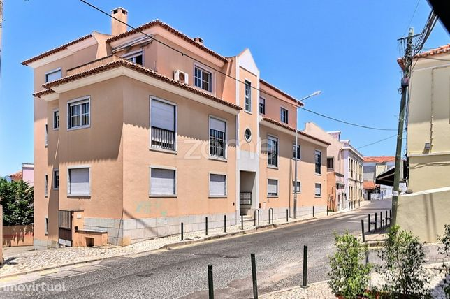 Apartamento T2 remodelado com terraço e garagem no Murtal - Parede