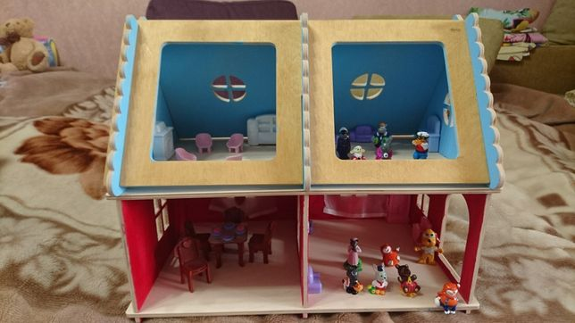Деревянный кукольный 2-этажный домик, 2 куколки, мебель. Как новый