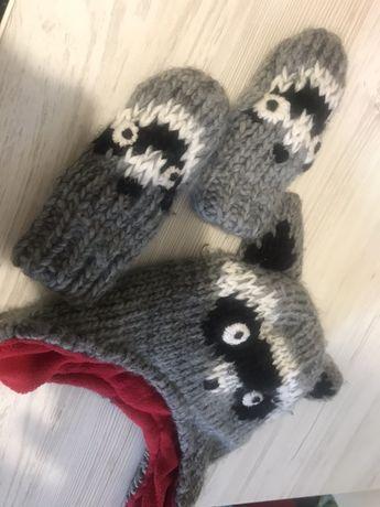 Зимняя шапка и рукавички для малыша на мальчика или на девочку