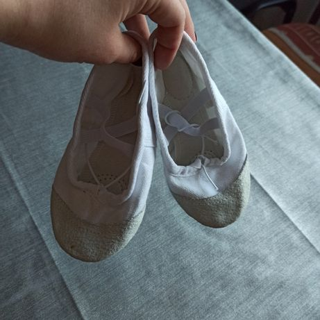 Продам балетки белые