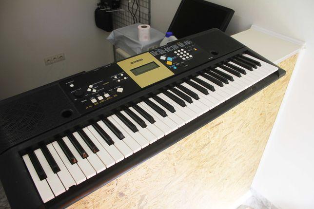 Keyboard Yamaha YPT-220 Idealny do Nauki Wyświetlacz Nut