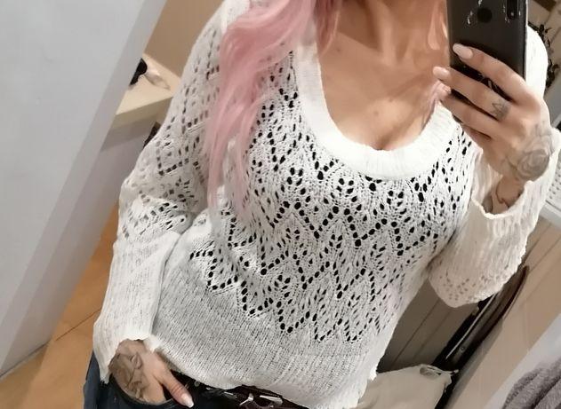 Ażurowy biały sweterek M