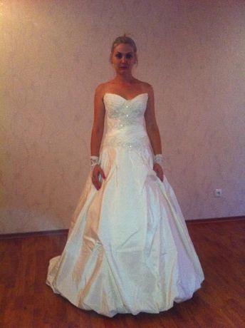 Продам свадебное платье, кремового цвета, размер 42-46. Одевалось 1раз