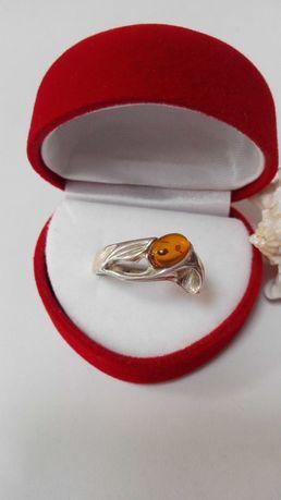 Srebrny pierścionek z bursztynem, próba 925, rozm.20