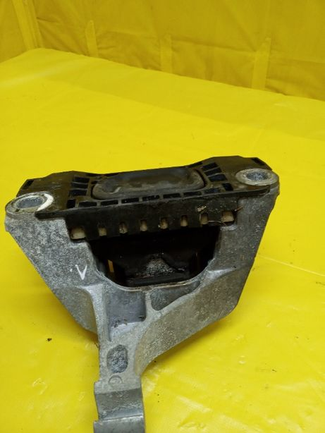 Крепление коробки передач (подушка) на Додж Дарт 68171877АС