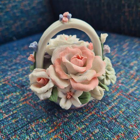 Cesto de rosas em biscuit pintado à mão