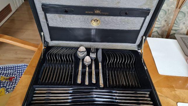 Komplet sztuccow na 12 osob w walizce