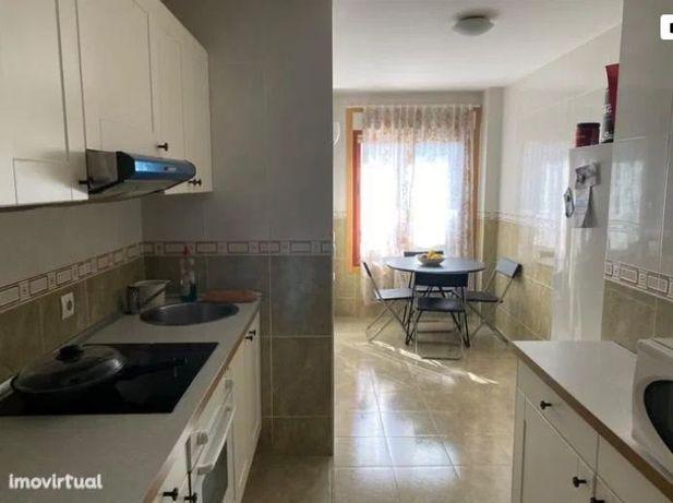 Apartamento T2 para arrendamento em Paranhos