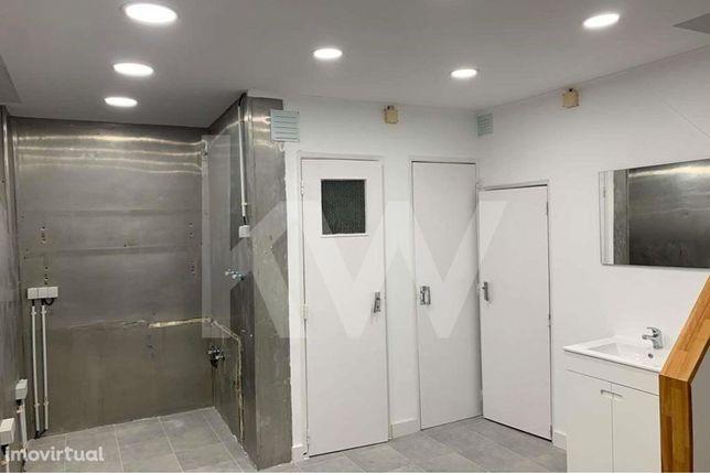 Loja c/2 pisos - Remodelada