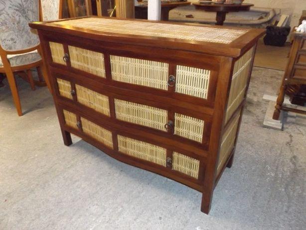 Cała drewniana komoda z rattanem z szufladami szer: 110 cm