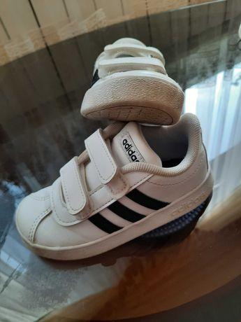 Кросівки  білі adidas 24рр.