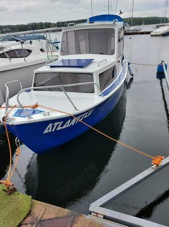 Sprzedam łódź kabinową z silnikiem honda 8 km 4-suf
