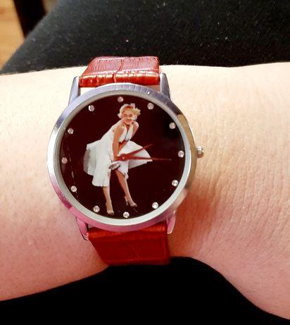 Часы, с Мерилин Монро