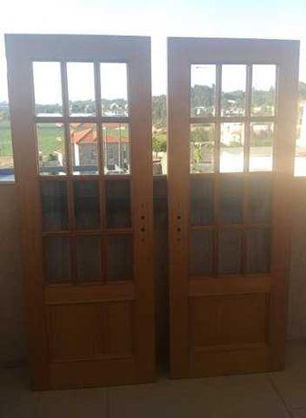 Vendo 2 portas de madeira em excelente estado