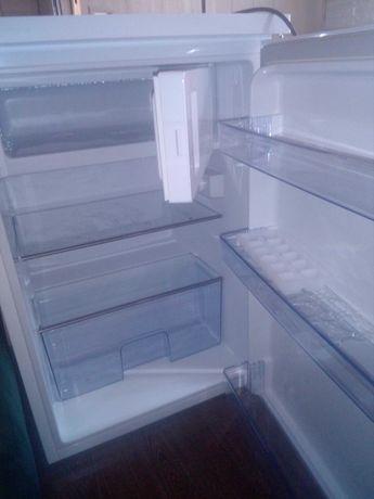 Sprzedam lodówkę małą jak nowa