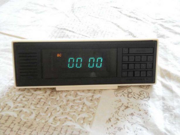 Часы будильник LED Электроника 7-21-01 с памятью родом из CCCP