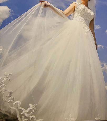 Весільна сукня в ідеальному стані
