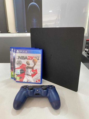 PS4 Slim 500GB Preta + 1 Comando + 3 Jogos Físicos - Usado