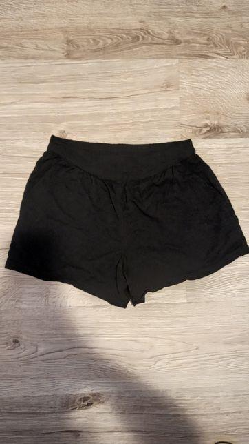 Czarne spodenki KappAhl