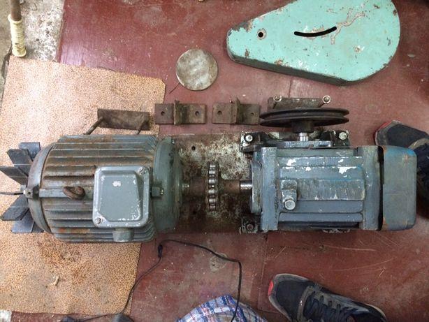 Двигатель асинхронний 2.2 кВт + понижающий редуктор