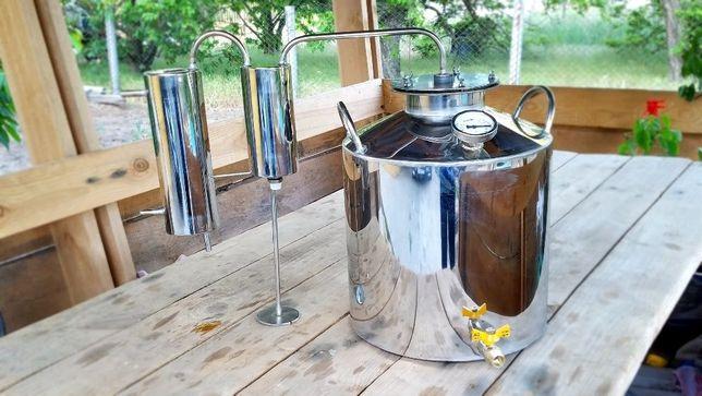 Дистиллятор, с перегонным кубом и сухопарником, дистилятор