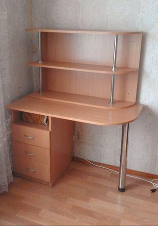 Письменный стол +навесные полки
