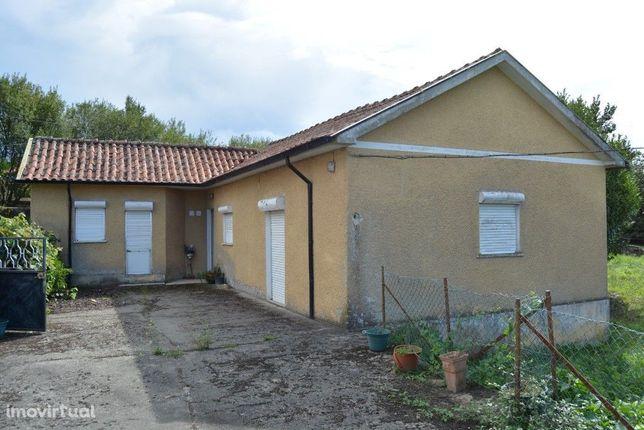 Casa p/ Restauro e Terreno p/ Construção - Bico