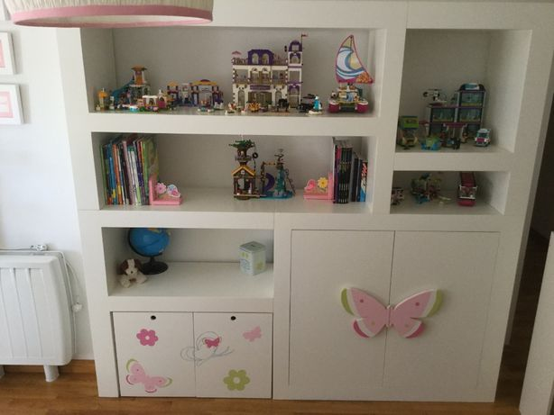Móvel estante e de arrumação para quarto de menina