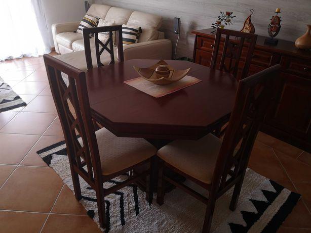 Mesa com cadeiras madeira natural