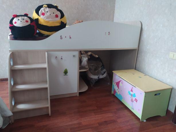 Продам детский уголок со спальным местом