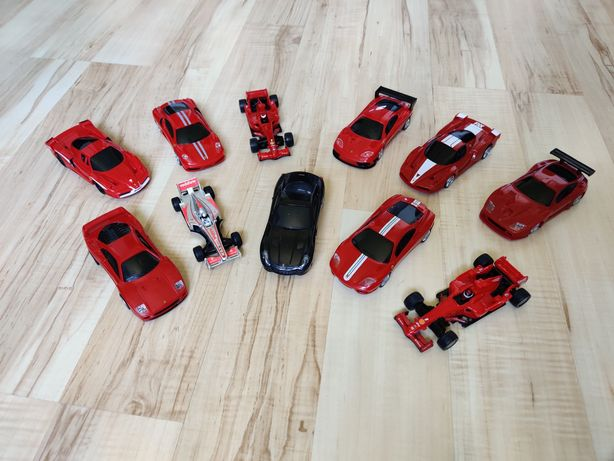 11 Samochodziki Auta Ferrari V-Power Resoraki Napędzane + Hotwheels