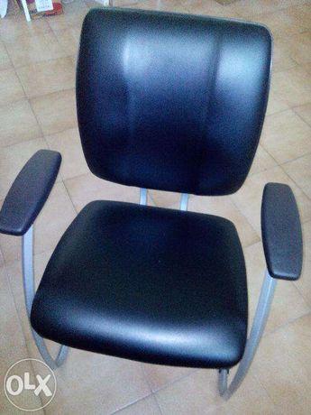 Cadeiras de escritório ou sala de espera