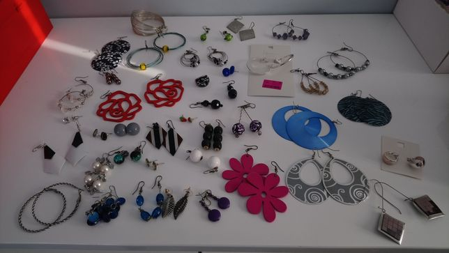 Duży zestaw kolczyków i pierścionek