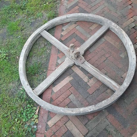 Stare drewniane koło pasowe