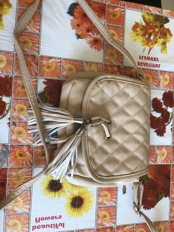 Продам женскую сумку маленькую на лето