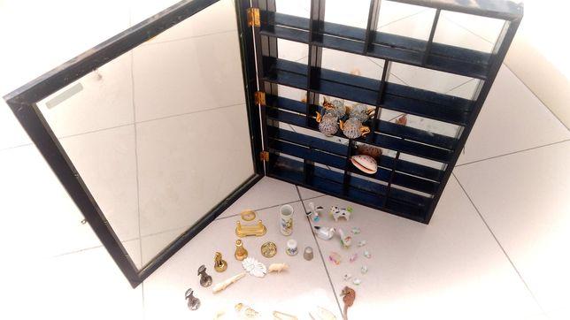 Peças de decoração e quadro de exposição