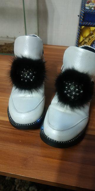 Продам ботинки для девочки