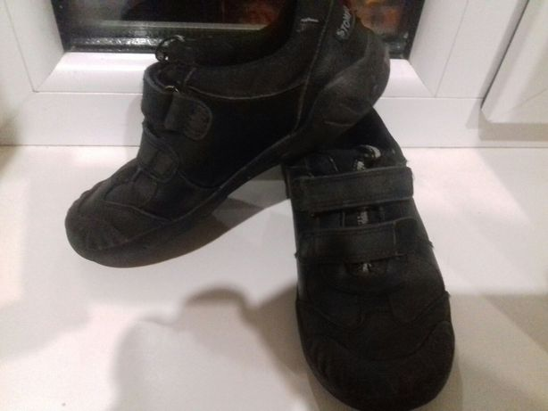 31 размер кожаные кроссовки на мальчика или девочку.Ботинки демисезон.