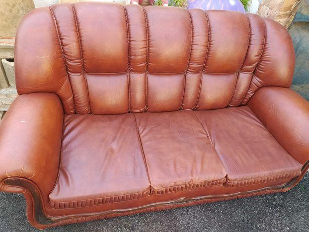 Conjunto de sofás em pele