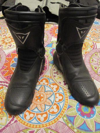 męskie skórzane buty motocyklowe renomowanej firmy Dainese roz. 42