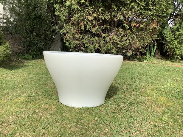 Vaso de exterior com iluminação e valvula rega- Novo